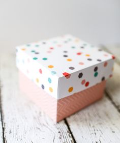 Custom Cardstock Gift Box Tutorial : Make your own beautiful gift boxes out of colorful cardstock with this tutorial. Make your own beautiful gift boxes out of colorful cardstock with this tutorial. Homemade Gift Boxes, Diy Gift Box, Diy Box, Diy Gifts, Diy Jewelry Gift Box, Making Gift Boxes, Gift Wrapping Paper, Wrapping Ideas, Small Gift Boxes