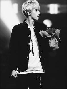 Oh Sehun, the perfect boyfriend ♥ aww my future boyfriend >//