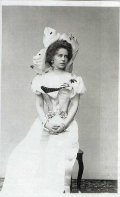 Vintage Family Photos, Vintage Pictures, Antique Photos, Vintage Images, Romanian Royal Family, Future Wife, Film Music Books, Queen Victoria, British Royals