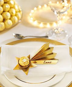 Christmas decor: 20 DIY place cards for a really hot table! - Christmas decor: 20 DIY place cards for a hot table! Christmas Place Cards, Christmas Gift Wrapping, Christmas Crafts, Xmas, Noel Christmas, New Years Decorations, Christmas Decorations, Table Decorations, Ferrero Rocher Gift