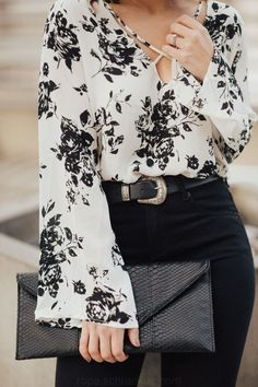 Fine 30 The Best Floral Chiffon Blouse Outfit Ideas Black Blouse Outfit, Floral Blouse Outfit, Floral Outfits, Purple Blouse, Black And White Shirt, Black White Outfits, Looks Street Style, Frack, Bell Sleeve Blouse