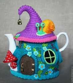 Fairy House Tea Kettle Cozy by Anya. Free pattern in Russian with lots of tutorial photos and diagrams.