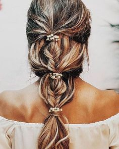 This braid Wedding hairstyle is perfect for bohemian romance affair #wedding #weddinghair #braids