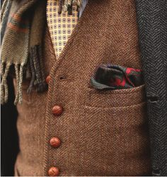 Fall is perfect time to break out all your tweed - wear. This charcoal jacket and brown vest in tweed bring a warmth to the pale yellow necktie. Sharp Dressed Man, Well Dressed Men, Look Fashion, Mens Fashion, Fashion Outfits, Fashion Sale, Urban Fashion, Winter Fashion, Fashion Trends
