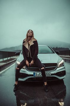 The new CLA and CLA Shooting Brake. Can´t really say who is sexier. Update for a designer gem by Mercedes-Benz: A facelift hones the design of the CLA and CLA Shooting Brake. Mercedes Auto, Mercedes Benz Amg, Mercedes Girl, Auto Girls, Car Girls, Ford Gt, Allroad Audi, Bmw E46, Car Poses