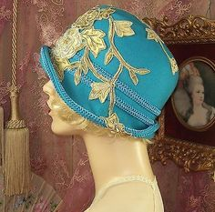 1920'S VINTAGE TURQUOISE CORDED BEADED LACE FLOWER FEATHER CLOCHE FLAPPER HAT