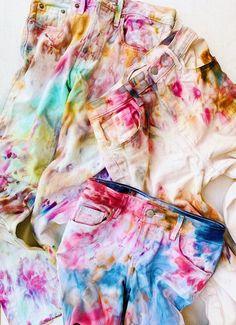 Ice Tie Dye, How To Tie Dye, How To Dye Fabric, Tye Dye, Tie Dye Crafts, Tie Dye Colors, Textiles, Camping Crafts, Street Style