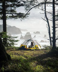 The Tricks To Camping In The Great Outdoors. Are you heading off for a camping adventure? Are you prepared for even the most simple aspects of camping? While most things that come with camping are pre Camping Spots, Camping Glamping, Camping And Hiking, Camping Life, Outdoor Camping, Backpacking, Hiking Tent, Camping Hacks, California Camping