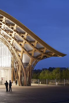 Centre Pompidou Metz - Shigeru Ban our 2014 pritzker prize winner Timber Architecture, Amazing Architecture, Contemporary Architecture, Architecture Details, Landscape Architecture, Library Architecture, Shigeru Ban, Timber Structure, Building Structure