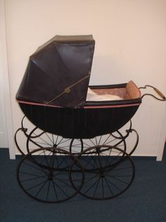 Alter Kinderwagen old pram 1860