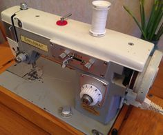 Sewing Machine Tutorial How to service a sewing machine - All - Huge numbers of sewing machines have been manufactured over the years. The older vintage machines are virtually indestructible, indeed one highly skilled and expe. Sewing Spaces, Sewing Rooms, Vintage Sewing Notions, Vintage Sewing Patterns, Modern Sewing Machines, Sewing Machine Repair, Sewing Courses, Easy Sewing Projects, Sewing Ideas