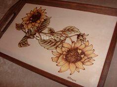 Tabuleiro em madeira pirogravada. www.Facebook.com/FatitArte