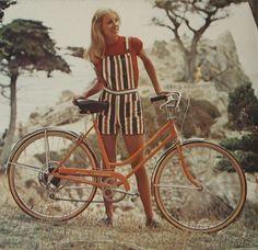 Foxy Ladies Babes on Bikes Chicks On Bikes, Tapas, Bicycle Girl, Fashion Leaders, Bike Style, Bike Art, Vintage Bicycles, Cool Bikes, Retro Fashion