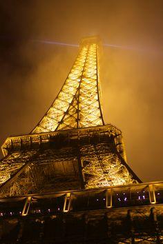 Night view of Tour Eiffel