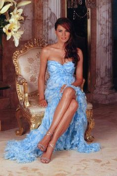 Melania Trump: Stunning pics of the lady behind Donald Trump Donald Y Melania Trump, First Lady Melania Trump, Donald Trump Family, Melania Knauss Trump, Trump Photo, Malania Trump, Lingerie Fine, Classy Women, Strapless Dress Formal