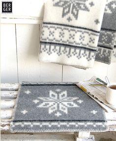 Sitteunderlag_Vinterrose Diy And Crafts, Rugs, Knitting, Home Decor, Homemade Home Decor, Tricot, Types Of Rugs, Breien, Rug