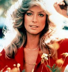 We love Farrah Fawcett for more than her great hair - we love these layered gold necklaces she rocks in the original Charlie's Angels. Copy this look with a vintage gold necklace from Corpus Christi, Santa Monica, Farrah Fawcett, 70s Makeup, Hair Makeup, Cinema Tv, Texas, Hollywood Icons, Classic Hollywood
