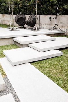 ideas, examples and tips for the stairs in the garden - set modern garden stairs overlapping concrete steps - Garden Garden design Garden ideas Garden landscaping Garden lighting Amazing Gardens, Beautiful Gardens, Outdoor Steps, Garden Stairs, Concrete Steps, Concrete Walkway, Concrete Garden, Garden Paths, Walkway Garden