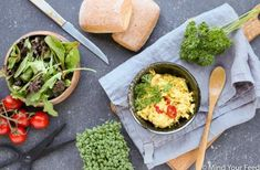 Havermoutbroodjes met oregano - Mind Your Feed Guacamole, Quiche, Mexican, Meat, Chicken, Ethnic Recipes, Food, Nicoise Salad, Salads