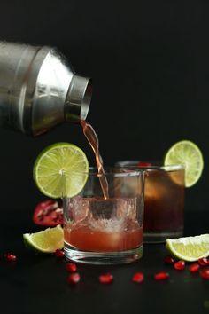 PERFECT 5 ingredient Sparkling Pomegranate Margaritas! #vegan