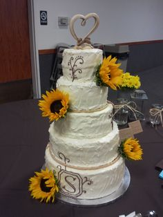 Country Charm Wedding Cake