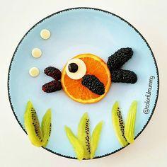 Denizin altında tombiş balık şarkı söylüyor... Fat fish sings under the sea... Portakal, karadut, kivi, peynir, zeytin... Orange,black mulberry, kiwi, cheese, olive... #cheese #orange #fish #blw