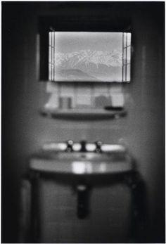 Plossu Bernard (né en 1945) Dauphiné, France AJOUTER À LA SÉLECTION TITRE ATTRIBUÉLavabo rêvéDATE DE LOEUVRE1972PÉRIODE 20e siècle, période contemporaine de 1914 à nos jours DROITS DAUTEUR(C) Bernard PlossuMOTS CLÉS fenêtre (vue de), flou, intérieur dhabitation, lavabo, paysage montagneux