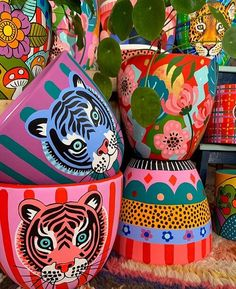 Diy Home Crafts, Clay Crafts, Arts And Crafts, Painted Plant Pots, Painted Flower Pots, Pottery Painting Designs, Pottery Art, Ideias Diy, Crafts For Teens