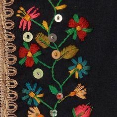 "Zdobienie gorsetu - Etnodizajn ""Wzornik"" / ENG: http://www.etnodizajn.pl/patternbook/ #etno #folk #inspirations"