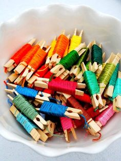 Embroidery Floss - this is so cute! Much, much better than cardboard floss cards. Now I need ALOT of tiny clothes pins so I can start rewrapping all of my floss! Nice idea except when you have 7 drawers full of the cardboard wound embroidery floss! Sewing Hacks, Sewing Crafts, Sewing Projects, Diy Projects, Diy Crafts, Sewing Tips, Free Sewing, Sewing Tutorials, Sewing Ideas
