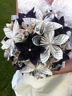 Woman uses her old Harry Potter book pages for her wedding bouquet.