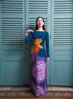 flat wide collar -- simplicity and modern Vietnamese Traditional Dress, Traditional Dresses, Ao Dai Vietnam, Tie Dye Skirt, Asian, Costumes, Skirts, Beautiful, Flat