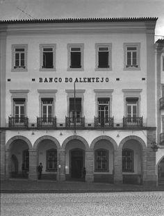 Autor David Freitas Data Fotografia 1950 - 1969 (?) Legenda Banco do Alentejo Cota DFT4140 - Propriedade Arquivo Fotográfico CME