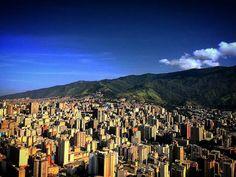 Excelente martes! @Regrann from @fotoquick321 -  #venezuela  #LaCuadraU #GaleriaLCU  #caracas #ccs #igersvenezuela #ig_venezuela #elnacionalweb #ig_grancaracas #ilovecaracas #fotquick321 #ccs_entrecalles #colores #urbano #urban #paisaje #ciudad #vzla #vzlafotoclub #LOVES_CARACAS #Regrann