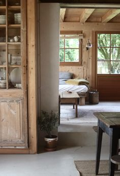 Modern Cabin Interior, Country House Interior, French Country House, French Farmhouse, Countryside Decor, French Countryside, Lacoste, Daybed In Living Room, Living Rooms