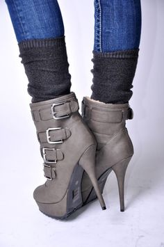 Want these booties too! Plus this weekend (2/24-2/27) they are 30% off!! Must get them!