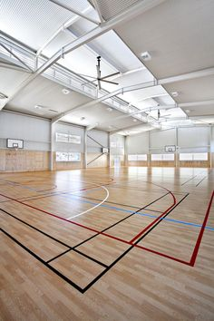 Suncoast Christain Colleges' Taylor Centre is a multipurpose sport and class room building accommodating a full size basketball court, music and performance. Multipurpose Hall, First Day School, Christian College, Concept Architecture, Kuroko's Basketball, Volleyball, Education, Athletics, Sports