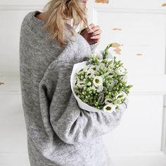 //Lifestyle, slow mornings, flowers, white living, white interior, large knits//  #flowerpower #largeknitkindaday #details #freshflowers #whitehome #whiteliving #etuovisisustus #oikotiesisustus #omakoti #lifestyle #messyhairdontcare #sisustus #sisustusinspiraatio #mitthem #fridayflowers #fridayfun #maybelittleshopping #flowersfromhubby #livingroom #living #flowerslovers #todayisagoodday #inspiroivakoti
