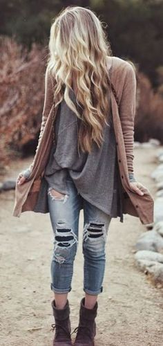 Fall fashion | Oversize grey shirt, cardigan, distressed denim and ankle boots