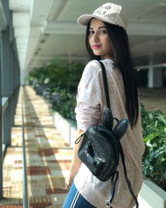 For most women, getting a genuine designer bag is not really something to dash into. Because they bags can be so high priced, women usually worry over their selections prior to making an actual bag purchase. Beautiful bag online shopping for girls. Cute Girl Photo, Girl Photo Poses, Girl Photography Poses, Fashion Photography, Stylish Girl Images, Stylish Girl Pic, Beautiful Bollywood Actress, Beautiful Indian Actress, New Fashion Trends
