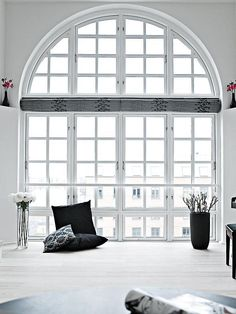 WINDOW LOVE! Black and white to the max - via Coco Lapine