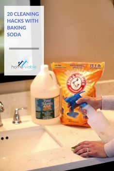 22 amazing baking soda hacks, ranging from cleaning your pool to scrubbing your kitchen appliances to rejuvenating your skin. Room Cleaning Tips, Bathroom Cleaning Hacks, Cleaning Recipes, Kitchen Cleaning, Cleaning With Peroxide, Baking Soda Cleaning, All Natural Cleaning Products, Diy Cleaning Products, Beauty Hacks With Baking Soda