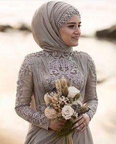 Hijab is elegant Muslim outerwear that will add breathtaking charm on your modern wearing. Hijab can Muslim Wedding Gown, Muslimah Wedding, Muslim Wedding Dresses, Muslim Brides, Wedding Hijab, Muslim Fashion, Hijab Fashion, Fashion Hair, Hijab Style Dress