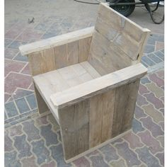 Steigerhouten loungestoel van Rustikal, ideaal voor tuin, terras en horeca gelegenheid. Laat je inspireren op www.rustikal.nl Diy Garden Furniture, Cafe Furniture, Outside Furniture, Playroom Furniture, Diy Outdoor Furniture, Diy Pallet Furniture, Deco Furniture, Wooden Pallet Projects, Pallet Art
