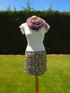 Falda de raso. F008. 30€