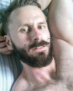 #shameless #selfie #beard #bearded #beardgang #beardlife #friday #funday #lazy