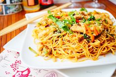 Nouilles chinoises poulet légumes sautées au wok