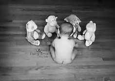 6 month baby picture ideas - this pic is blurry but I love the idea!