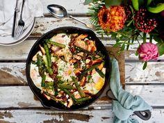 Mascarpone-mustikkapiirakka — Peggyn pieni punainen keittio Cheddar, Iron Pan, Paella, Gluten Free Recipes, Free Food, Curry, Food And Drink, Cooking Recipes, Ethnic Recipes