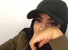 Hajib Fashion, Muslim Fashion, Modest Fashion, Hijabi Girl, Girl Hijab, Belle Photo Instagram, Instagram Pose, Hijab Makeup, Hijab Caps